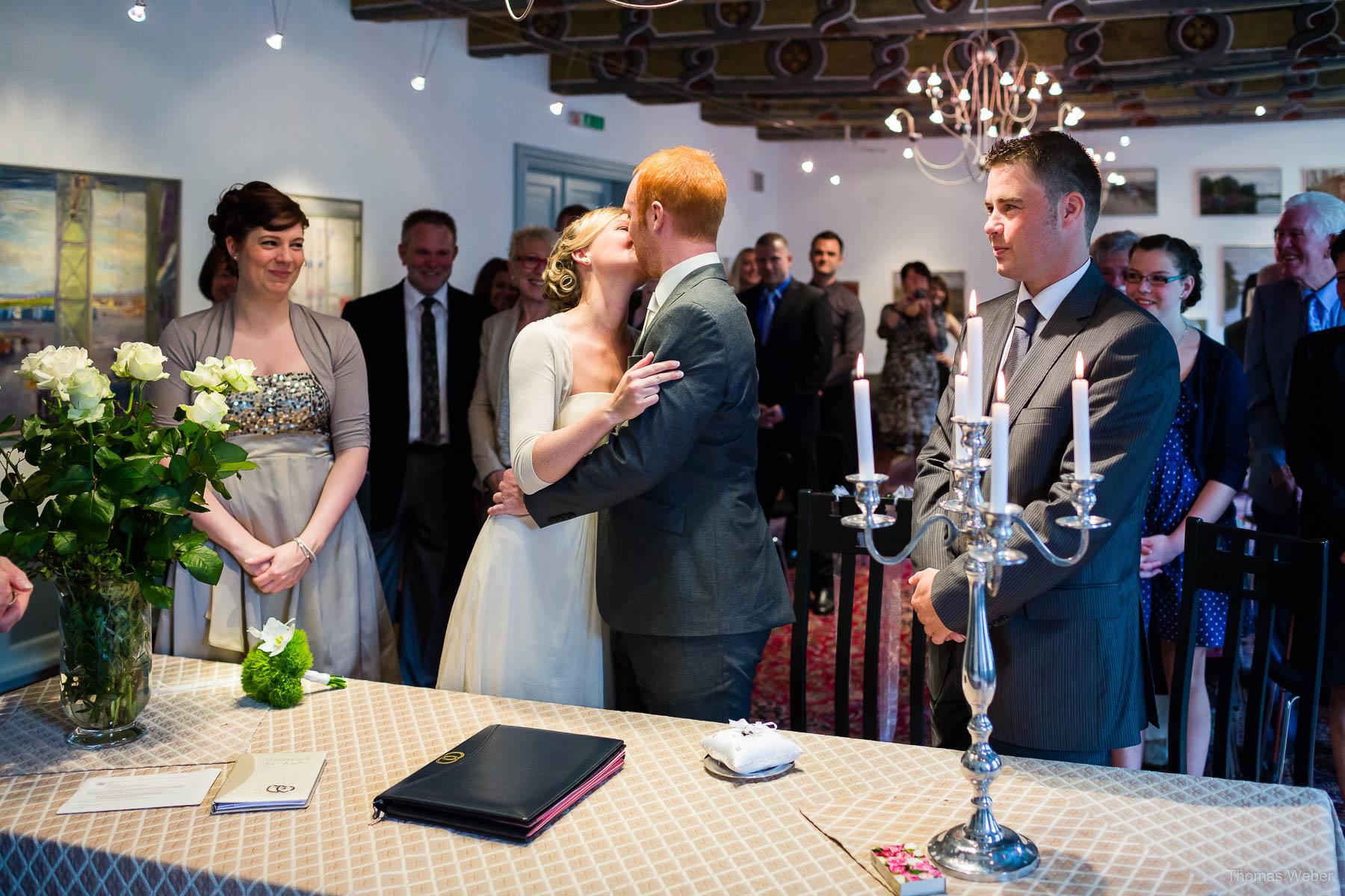 Hochzeit in der Burg Kniphausen Wilhelmshaven und Hochzeitsfeier im Le Patron am Meer, Hochzeitsfotograf Wilhelmshaven